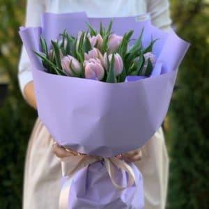 Букет 15 лиловых пионовидных тюльпанов
