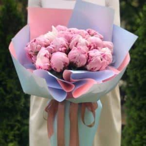 Букет 19 розовых пионов
