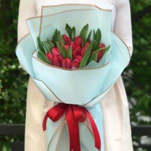 Букет 25 красных тюльпанов