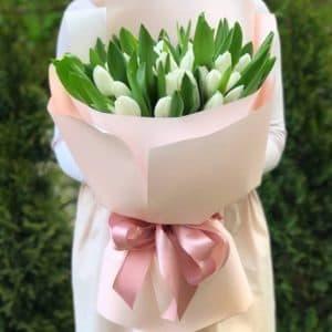 Букет 35 белых тюльпанов