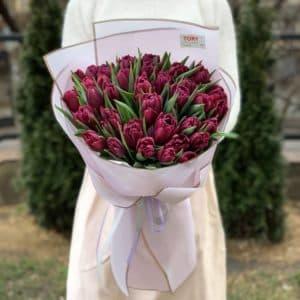 Букет 35 фиолетовых пионовидных тюльпанов