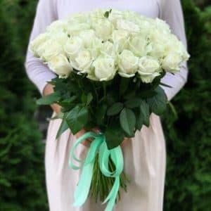 Букет 51 белая роза Аваланч