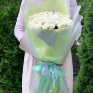 Букет 51 белая роза в упаковке