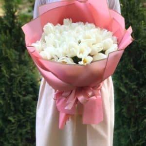 Букет 51 белый пионовидный тюльпан