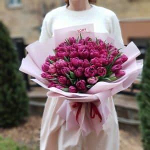 Букет 51 фиолетовый пионовидный тюльпан