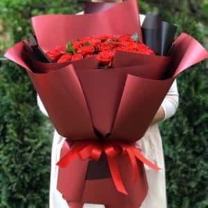 Букет 51 красная роза в упаковке
