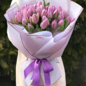 Букет 51 лиловый тюльпан