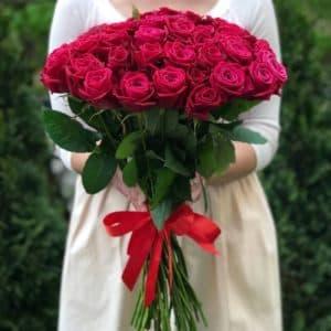 Букет 51 малиновая роза