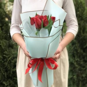Букет 9 красных тюльпанов