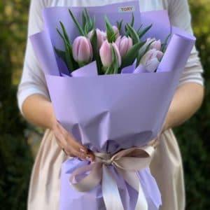 Букет 9 лиловых пионовидных тюльпанов