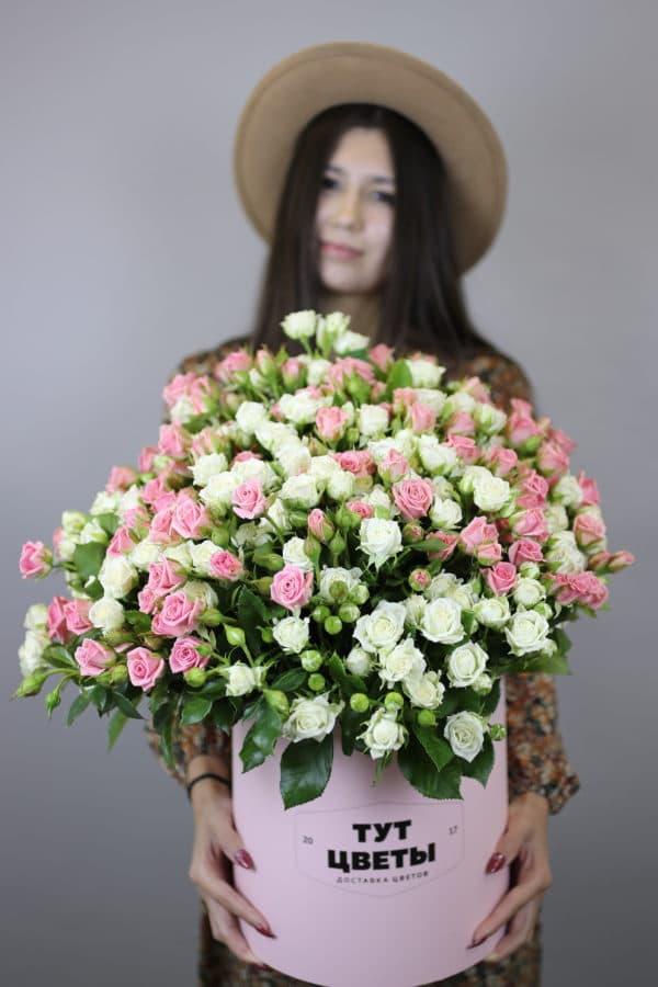 Букет из 51 кустовой розы в коробке