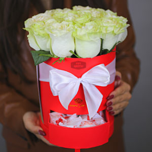 Коробка роз с конфетами