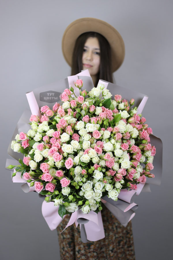Букет из 51 кустовых роз