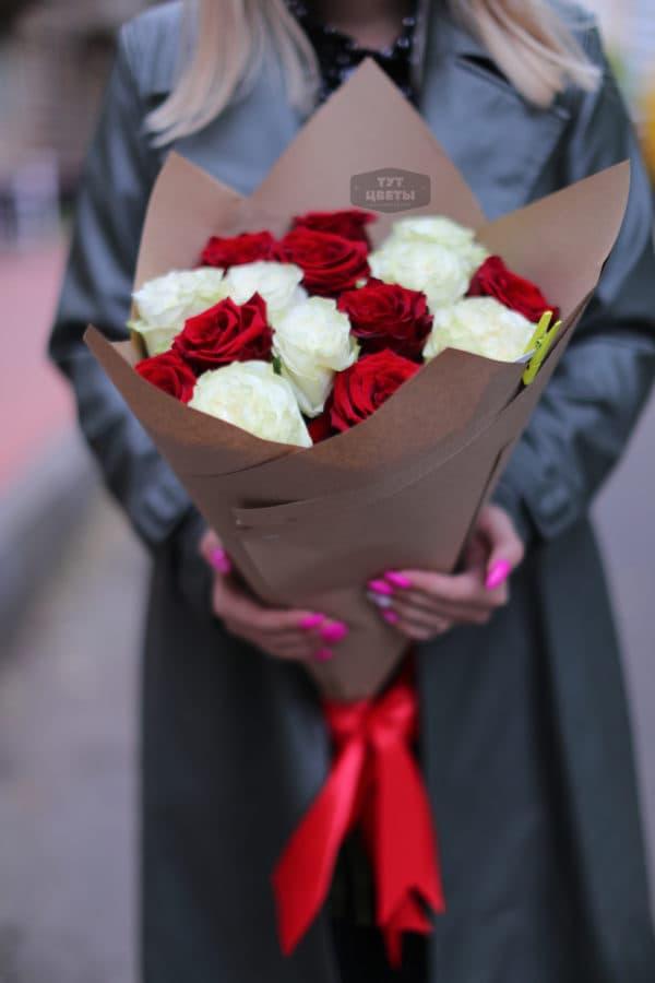 """Цветы с доставкой """"Рэд Наоми в нежной упаковке"""""""