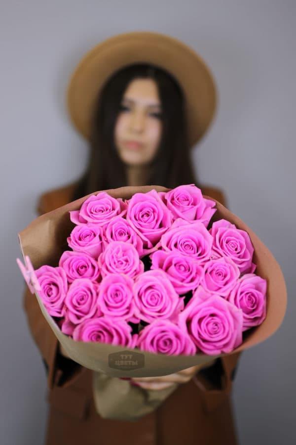 Композиция из 19 розовых розочек сорта Аква (Голландия)