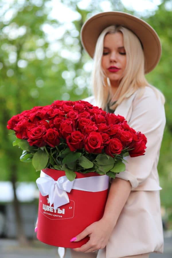 51 красная роза Эквадор в коробке