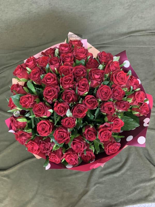 51 роза с писташ