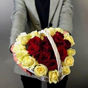 Сердце из 21 розы
