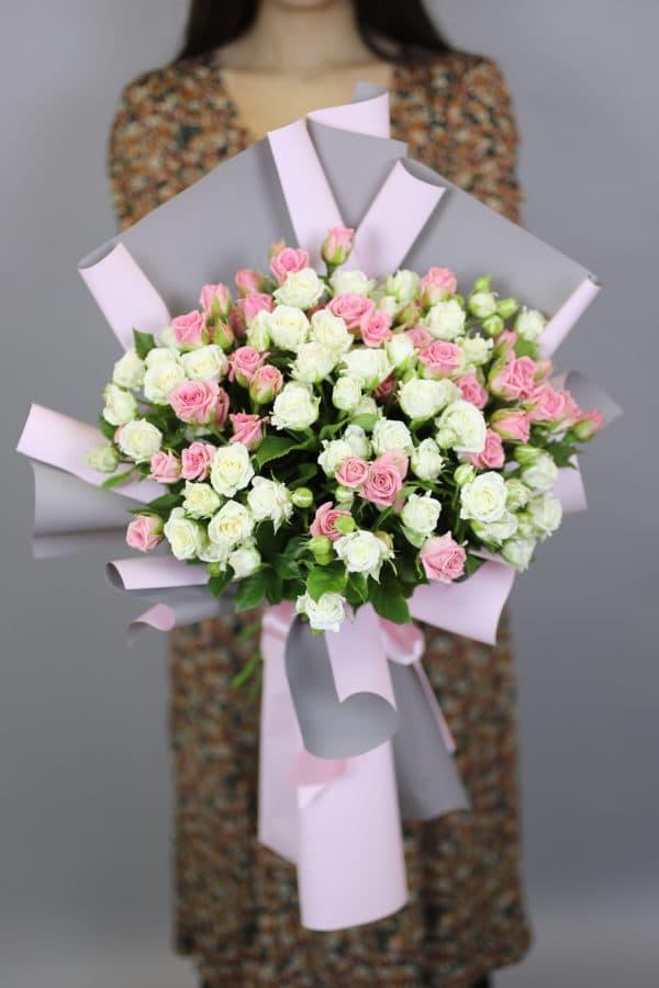 Композиция из кустовых poз бело-розовых