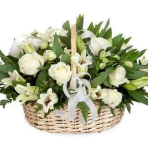 Корзина из лилии и белых роз Богема