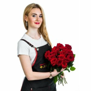 15 красных классических роз