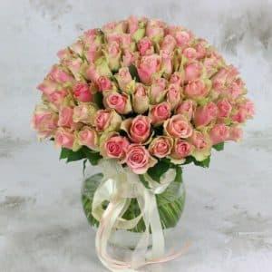 Букет из 101 зелено-розовой розы