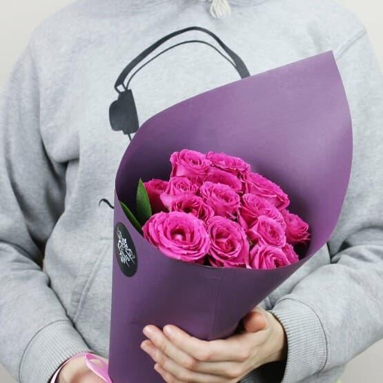 5 малиновых кустовых роз