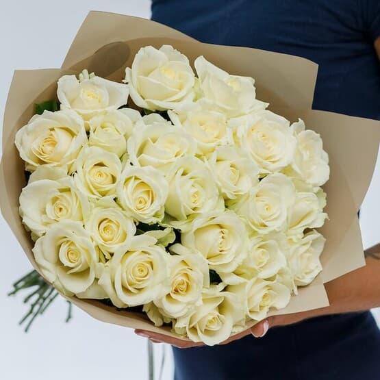 Букет из 29 белых роз 50 см