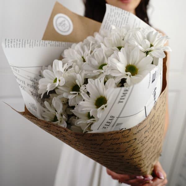 5 кустовых ромашковидных хризантем белых
