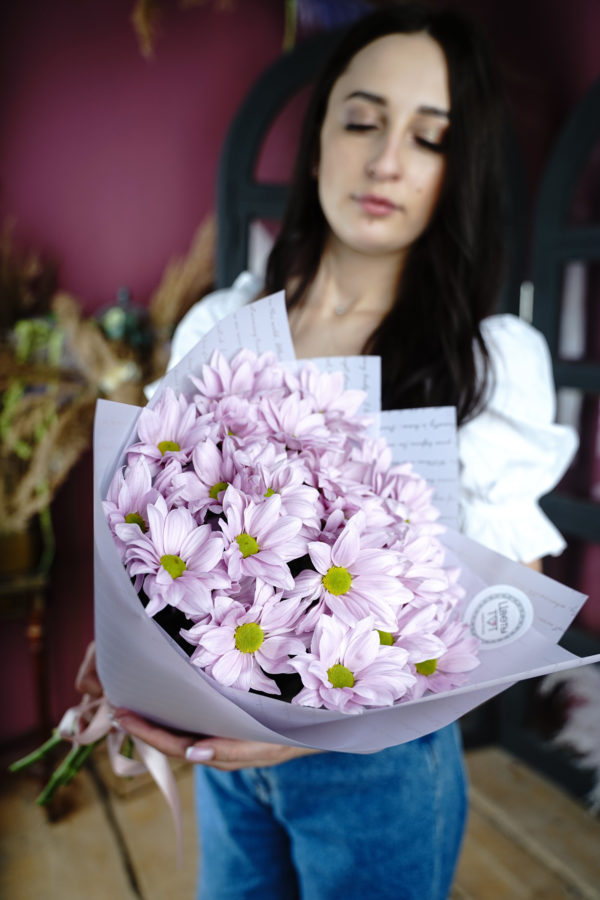 5 кустовых розовых ромашковидных хризантем