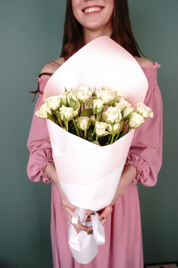 Букет из 9 кустовых роз белые