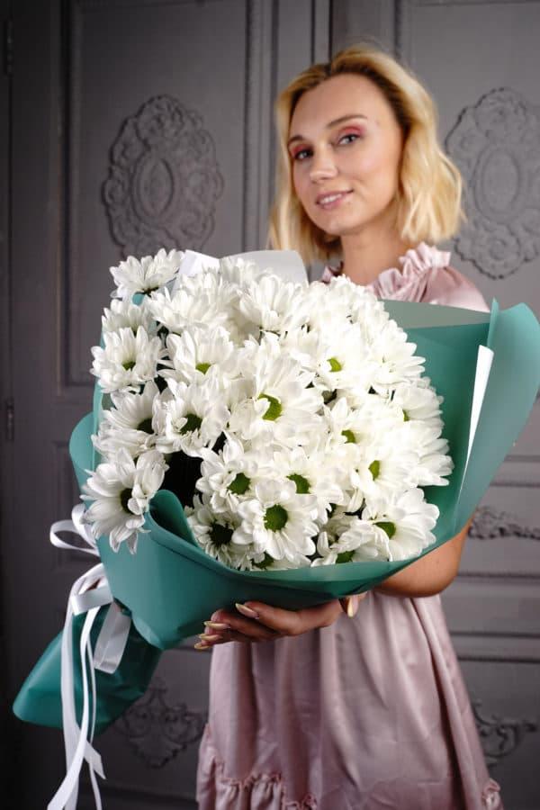 9 кустовых ромашковидных хризантем белых