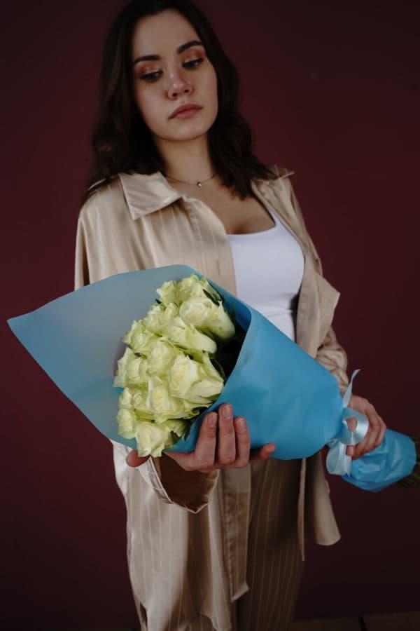 21 роза кения белая