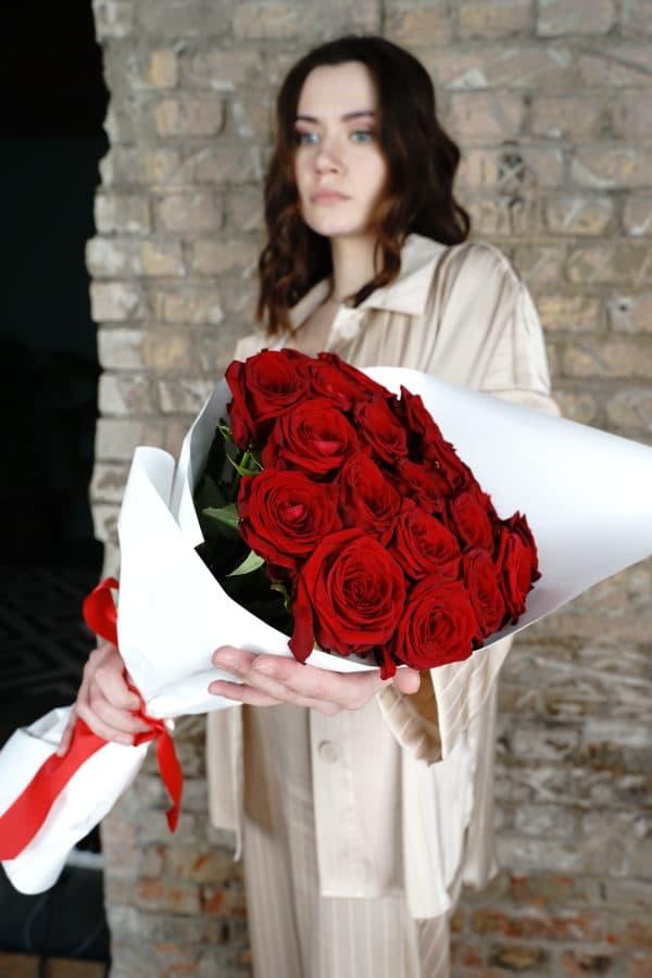 25 российская роза (Рэд Наоми) красная