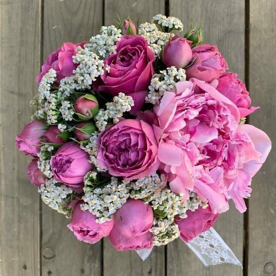 Коробка пионы с розами