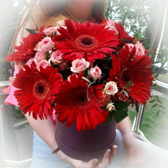 Коробка шляпная с цветами