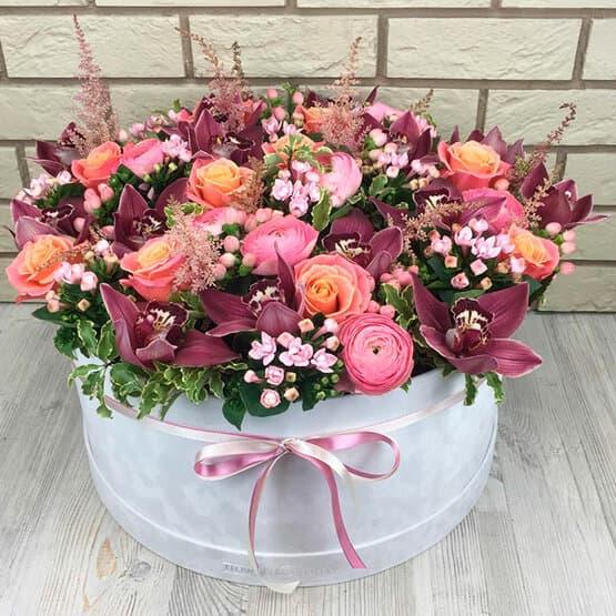 Роскошные цветы в коробке
