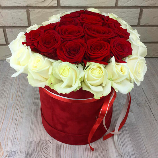 Сердце из роз в бархатной коробке