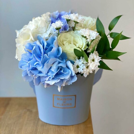Зефирка голубая с гортензией и розой Аваланж