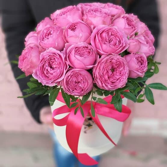 Коробочка с кустовой пионовидной розой