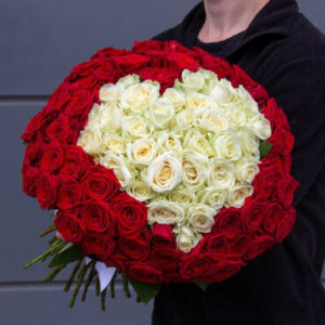 101 роза в виде сердце, открытка в подарок