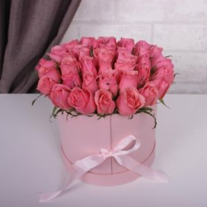 35 Розовых роз в коробке-сюрприз