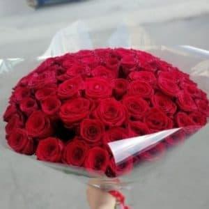 Букет из 101 красной розы в оформлении, как на фото