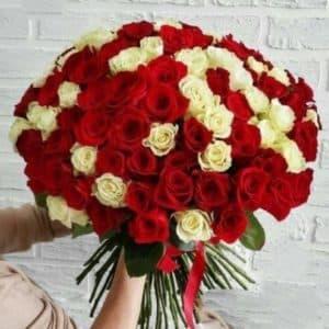 Букет из 101 розы с атласной лентой
