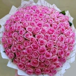 Букет из 101 розовой розы в крафте