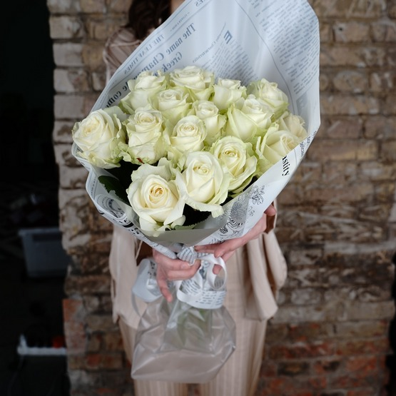 15 российских роз (Аваланч, белая)