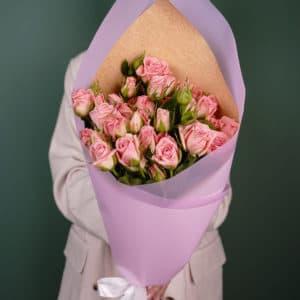 9 кустовых нежно-розовых роз